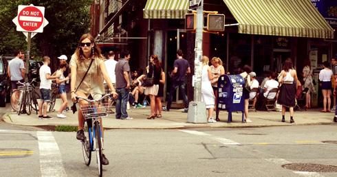 Fille à vélo, Williamsburg