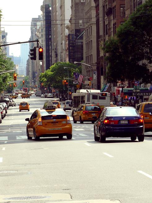 Rue et taxis jaunes