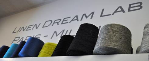 Bobines de fil de lin au Linen Dream Lab Paris