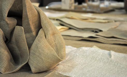 Linge de table en lin exposé au Linen Dream Lab Paris