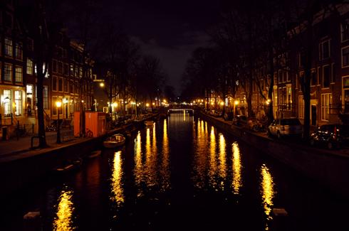 Amsterdam, canal la nuit