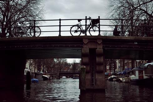 Amsterdam, vélo sur un pont