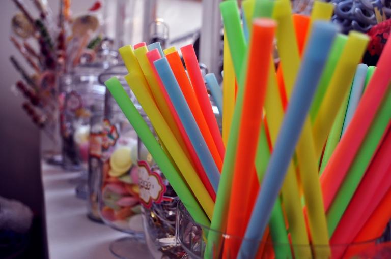 Bonbons multicolores - Wonder Vintage Market Paris Bastille