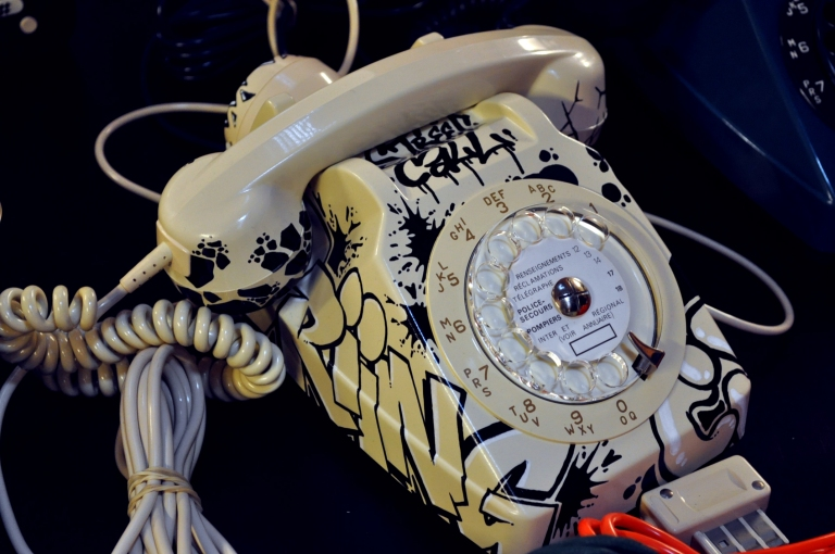 Telephone graffiti street art - Wonder Vintage Market Paris Bastille