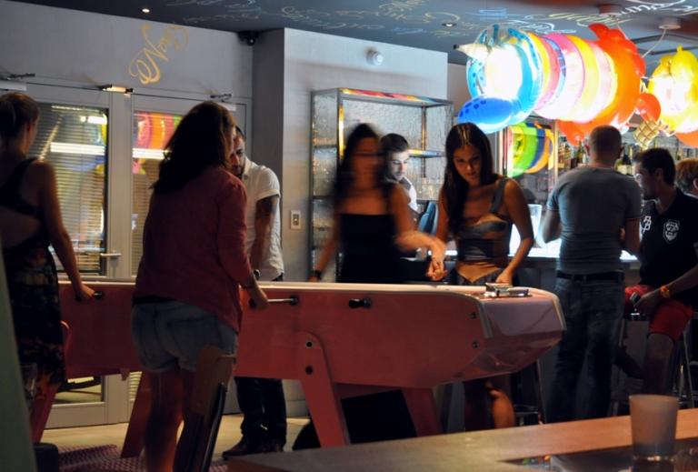 Baby foot géant hotel bar restaurant Mama Shelter Marseille
