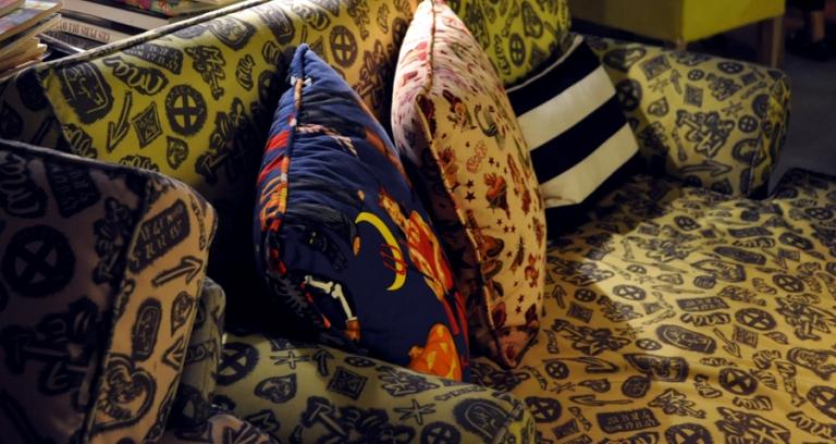 Canapés décoration hotel design Mama Shelter Marseille
