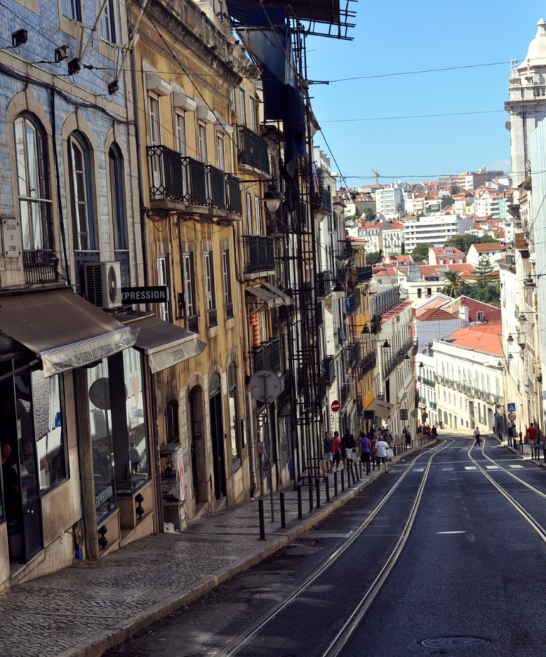 Rue de Lisbonne vue du tram 28