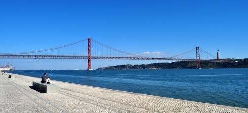 Le Ponte 25 de abril depuis les quais de Lisbonne