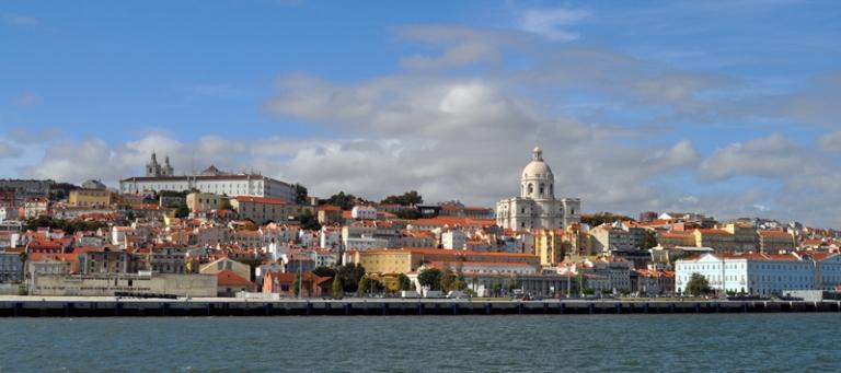 L'Alfama vue du Tage, Lisbonne